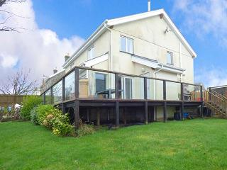 VALLEY VIEW, detached, en-suite, woodburner, pet-friendly, in Camelford, Ref 919908
