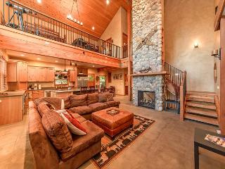 Stunning Mountain Home! 4BR+Loft | Sleeps 12 | Hot Tub | 3-for-2 Special!, Cle Elum