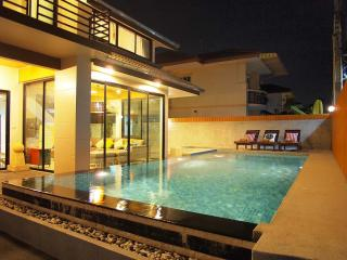 Vichy Villa 11: NEW LUXURY 6 BED POOL VILLA, Pattaya