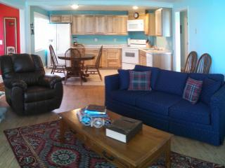 Captain's Quarters- 3 bedroom, oceanfront balcony, Lincoln City