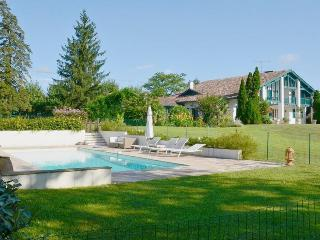 Basque Country house with pool and tennis court