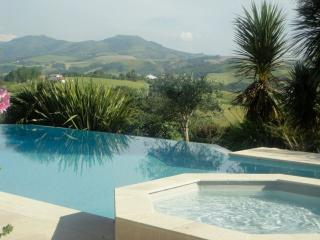 Basque Country stunning infinity pool and views, Souraide