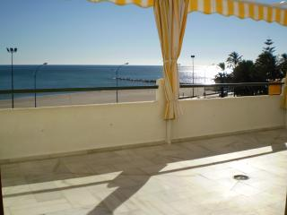Your Home in the Sun·Beachfront Apartment and Pool, Fuengirola