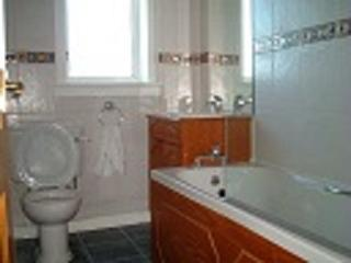 4 bedrooms house  private parking wi fi upto 10 pe, Édimbourg
