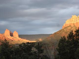 Sedona Cabin, Perfect Views, Near Art & Dining, hiking & free wifi and cable.