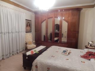 Camera privata in casa di campagna abitata, Crotone