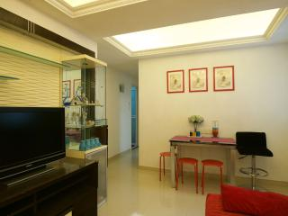 Comfty 2Bdr 4-6 ppl 1 Min to MTR, Hong Kong