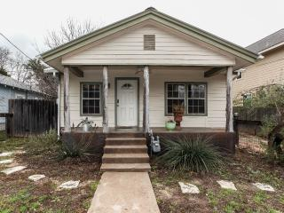Hip 2 Bd/2 Ba House in Bouldin/SoCo