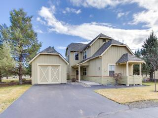 Charming ranch-style home w/private hot tub & rec access including shared pool!