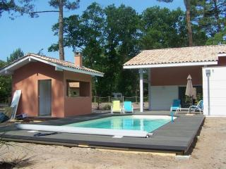 Modern villa with pool in Moliets pine forest, Moliets et Maâ