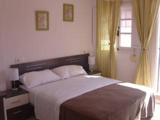 double bedroom with roomsbikeanddive, Algeciras