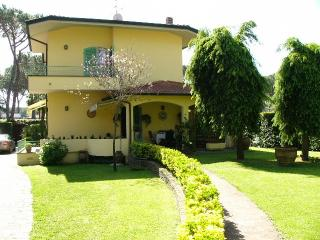 Villa Cesare beach+playground at walking distance, Forte dei Marmi