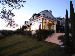 Villa with sea view and pool in Cannes