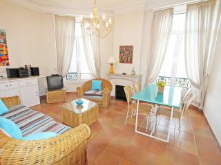 Super location 2 bed flat in Cannes near Festival