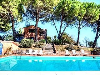 Secluded villa with private pool in Umbria (90kms from Rome). 5 bedrooms.