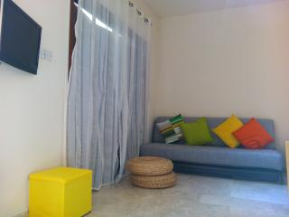 Cypriot Host in Limassol /Private Studio