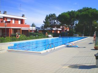 Accogliente villetta in Residence con piscina, BBQ, Lido delle Nazioni