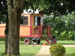 ROMANTIC GYPSY CARAVAN - 4 PEOPLE WITH POOL, Chavagnes