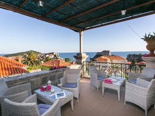 Spacious, sunny luxury Solei OldTown and sea view