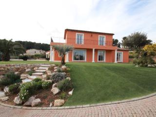 Recently built villa with 4 bedrooms, gated domain, Biot