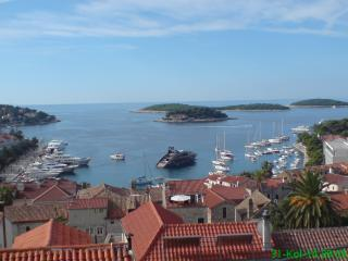 Orange studio Eni with a beautiful view, Hvar