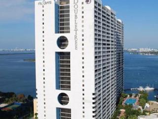 1245, huge 1 w/den & 1.5 bth &views, Miami