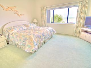 Sea Haven Resort - 520, Ocean Front, 2BR/2.5BTH, Pool, Beach, Saint Augustine