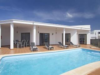 Playa Blanca 2 Bedrooms Villa heated pool (winter)