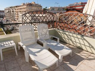 Apartment Antibes Center - Large Sunny Terrace - with Air Conditioner