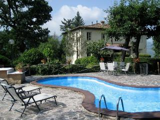 I5.570 - Villa with pool a...
