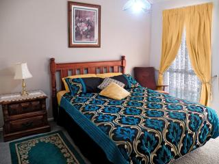 ROOM with PRIVATE Bath, Walk-in CLOSET. USE KITCHEN, LAUNDRY, POOL, BEACH SUB.