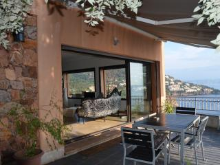 modern villa sleeps 6 stunning view Bay of Cannes, Miramar