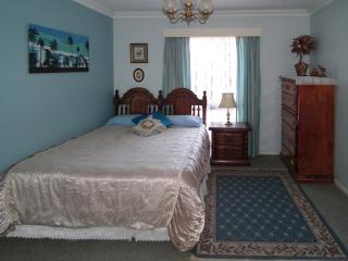 RETREAT BY THE BEACH Use KITCHEN, LAUNDRY,POOL etc, Hillarys