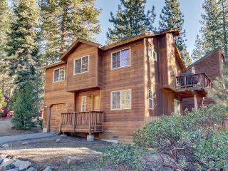 Cozy retreat w/ private hot tub & well-appointed deck - short walk to beach, Kings Beach