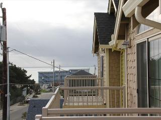 Immaculate Lincoln City Townhome with Ocean Views, Close to Beach & Shops