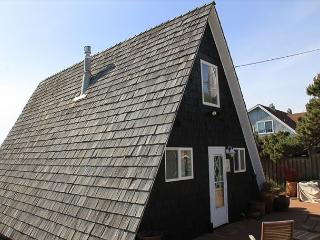 Charming, Cozy Ocean Front Home in Roads End.  Great Views and Beach Access, Lincoln City