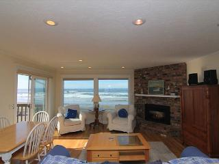 Newly Remodeled Ocean Front Home In Road's End w/ Fabulous Amenities!, Lincoln City
