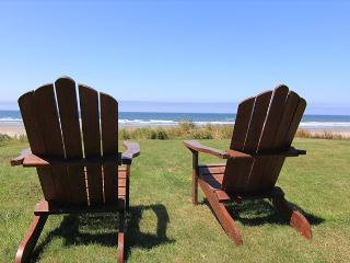 Beautiful Oceanfront Hm w/ Panoramic Ocean Views, Hot Tub & Easy Beach Access, Lincoln City