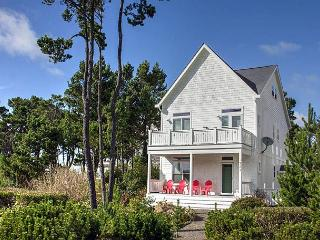 Beautiful Bella Beach Home w/ Ocean Views, Great Amenities, Close to Beach, Lincoln City