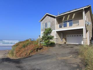 Ocean Front Home Directly On The Beach, Amazing Views & Great Amenities, Lincoln City