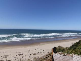 Oceanfront townhome with stunning ocean view and private access!, Lincoln City