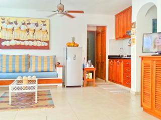 Beach House Merengue 2bdr + WiFi + Maid, Bavaro