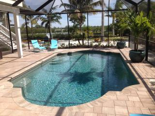 The Silver Palm Waterfront Pool Home - Palm Island, Englewood