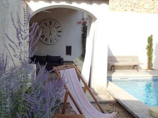 Magnifique moulin du 18 siecle , proche Saint Remy et de Maussane