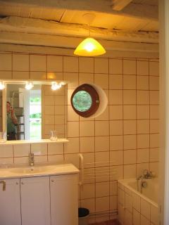 Salle de Bain  plus trois douches et 3 WC