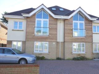 BOURNECOAST: Near SANDY BEACHES - Modern and relaxing town house - HB4761