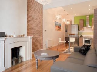LUXURY BARCELONA CENTRAL COSY 3 BEDROOM APARTMENT WITH TERRACE
