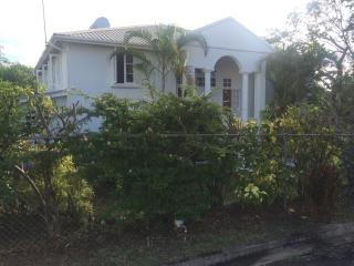 Villa, 4 bedrooms, 3 bathrooms, 1 minute to beach., St. James