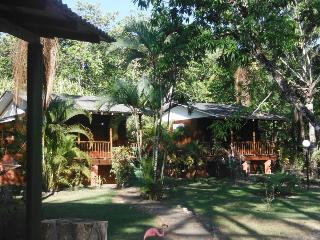 Now Latitude 8 lodge has 2 cabinas for rent!, Playa Zancudo