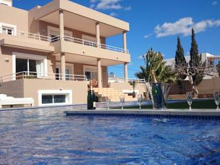 Amazing Villa con Piscina&Jacuzzi - BEST LOCATION, Sant Jordi